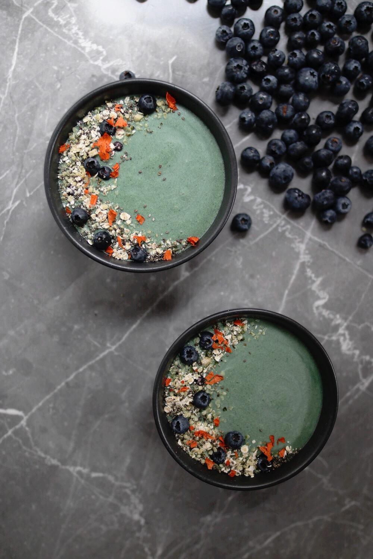 Šta je spirulina, zašto je dobra za naše zdravlje + recept za spirulina smoothie bowl