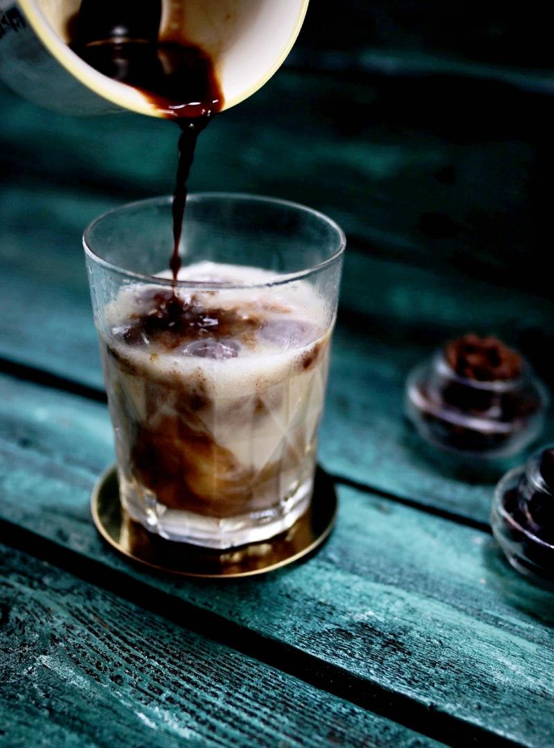 Thai Iced Coffee sa kremastim kokosovim mlijekom