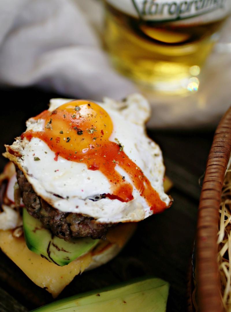 Rustikalni proteinski hamburger