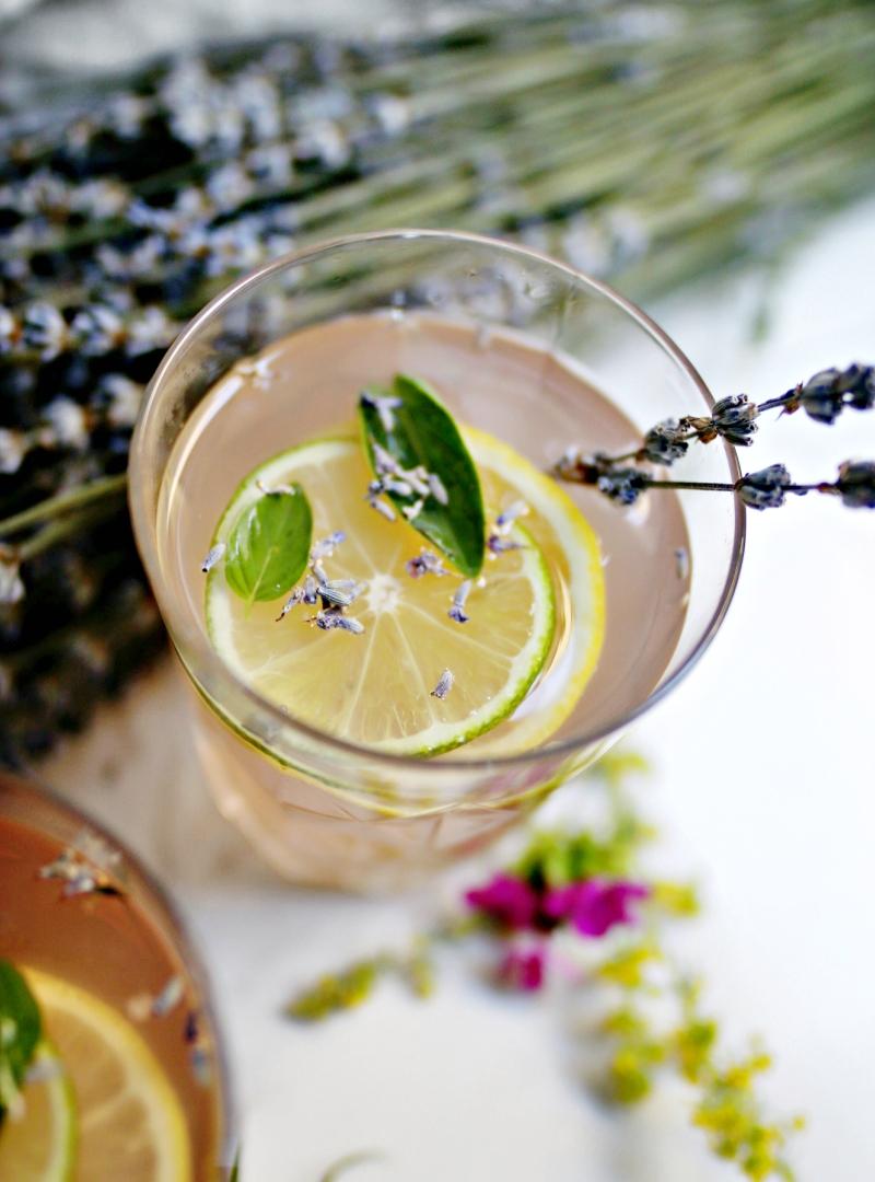 Osvježavajuća limunada sa lavandom